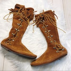 Minnetonka Side Lace Up Fringe Brown Leather Boots
